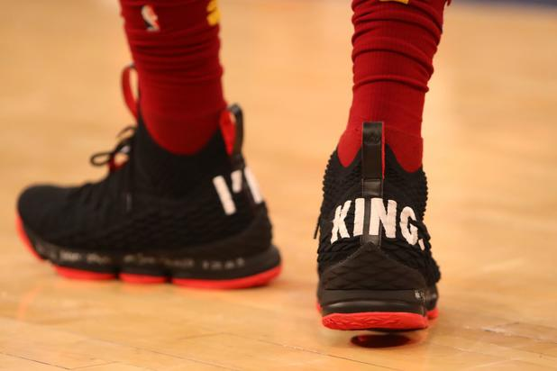 Lebron James Trolls Knicks With Quot I M King Quot Lebron 15s At Msg