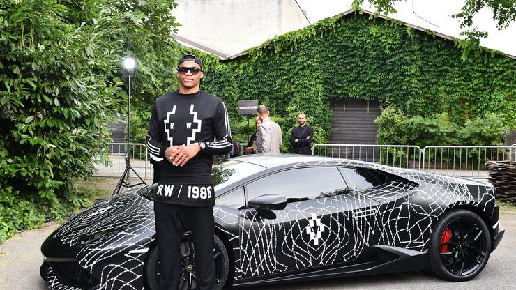 Russell Westbrook Cars >> Russell Westbrook Jams Out To Some Classic Tracks In New Video