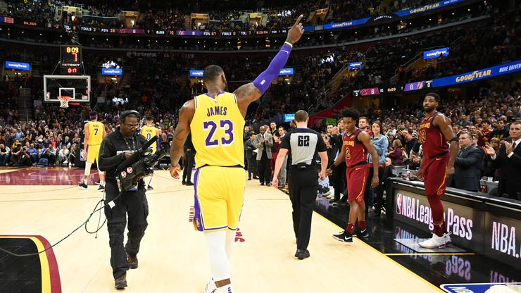 f899bcd0d LeBron James Receives A Hero's Welcome In His Return To Cleveland