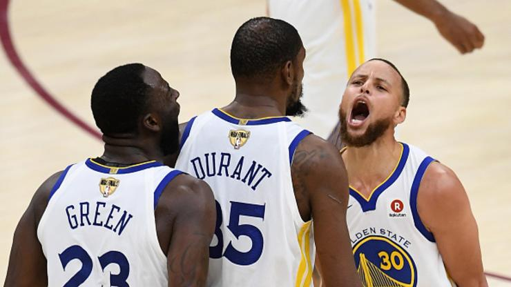 "99d2a981f6a Steph Curry  Shaq Is ""Dead Wrong"" About Warriors Chances Against  01 Lakers"