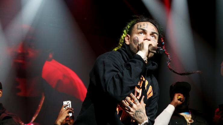 6ix9ine Performs At First Show Since Getting Out Of Prison