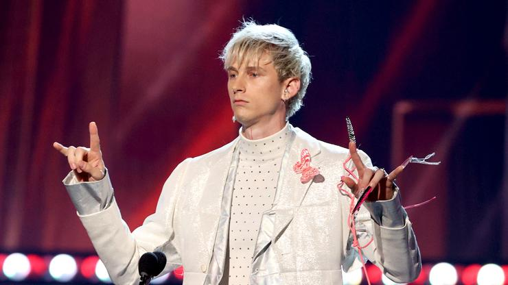 Machine Gun Kelly Wears Claw-Like Nail Extensions To iHeartRadio Music Awards