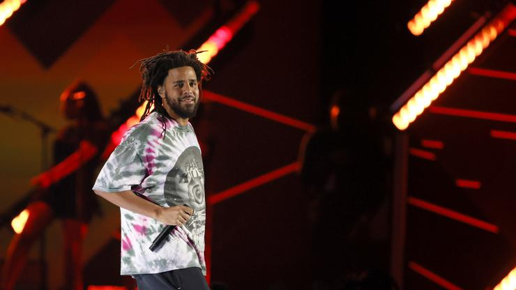 Fans React To J. Cole Rapping Over Drake Beat On