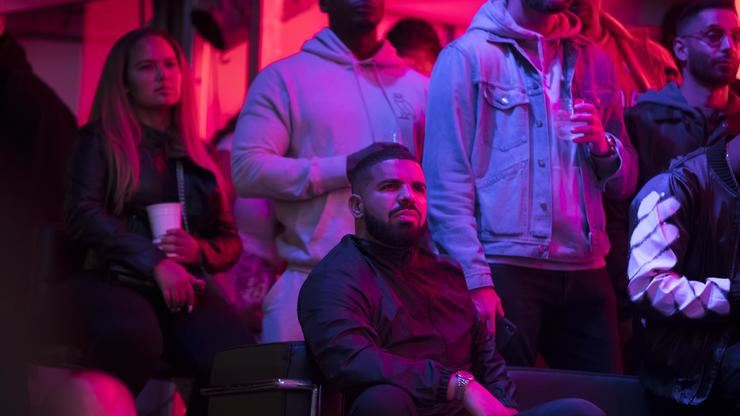 Drake Doppelgnger Trolled For Almost Not Making It Into The Club: Certified Outdoor Boy